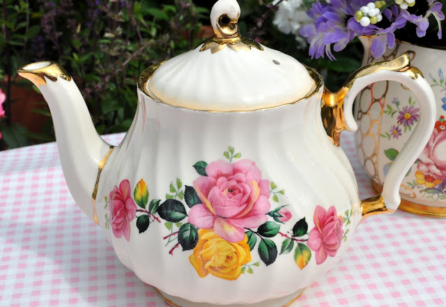 Large teapots wanted